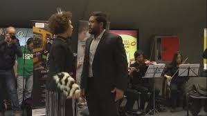 В аргентинском метро показали оперную постановку «Служанка-Госпожа»